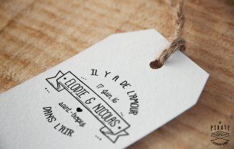 Tampon Mariage en bois vintage banniere Il y a de l'amour dans l'air Etiquette