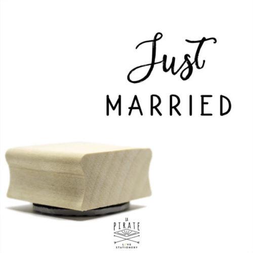 Tampon en bois Just Married vous permettra de personnaliser votre papeterie, remerciements de mariage. Tampon encreur pour vos diy mariage vintage - La Pirate