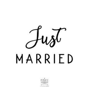 Tampon Just Married en bois, pour vos diy de mariage vintage. Ce tampon encreur vous permettra de personnaliser votre papeterie, remerciements de mariage - La Pirate