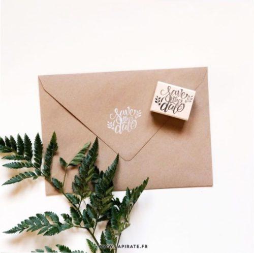 Tampon save the date en bois, motif végétal et naturel