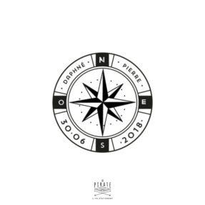 Tampon Mariage Voyage, personnalisé de vos prénoms au coeur de sa Rose des Vents, Boussole pour votre mariage sur le thème voyage, mer - La Pirate