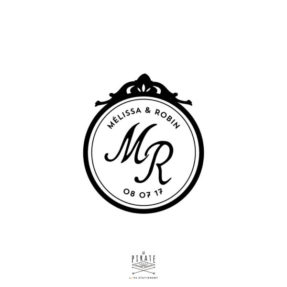 Tampon Mariage Baroque personnalisé avec vos prénoms et vos initiales ainsi que la date de votre mariage rétro - La Pirate