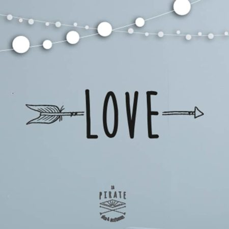 Affiche noir blanc you me love la pirate for Decoration murale love