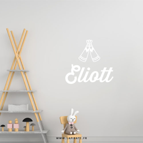 Stickers tipi personnalisé avec le prénom de bébé pour décorer sa chambre - La Pirate