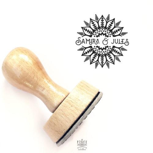 Tampon Mariage oriental en bois personnalisé avec vos prénoms, et couronne motifs arabesque pour votre Mariage Oriental, thème ethnique - La Pirate