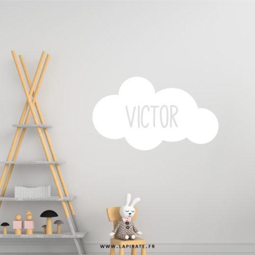 Stickers nuage blanc personnalisé avec le prénom de bébé pour décorer sa chambre - La Pirate