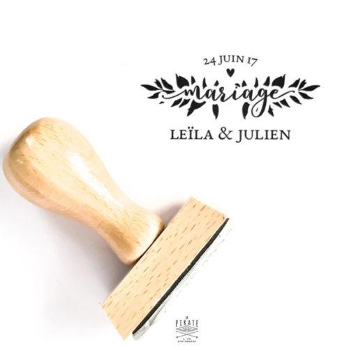 Tampon Mariage Romantique en bois, personnalisé avec vos prénoms et la date de votre mariage sur le thème Romance Aquarelle - La Pirate