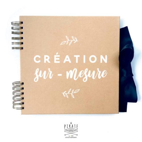 Création de votre livre d'or kraft sur-mesure. Votre logo de mariage apposé en couverture d'un livre d'or en kraft, unique et original - La Pirate