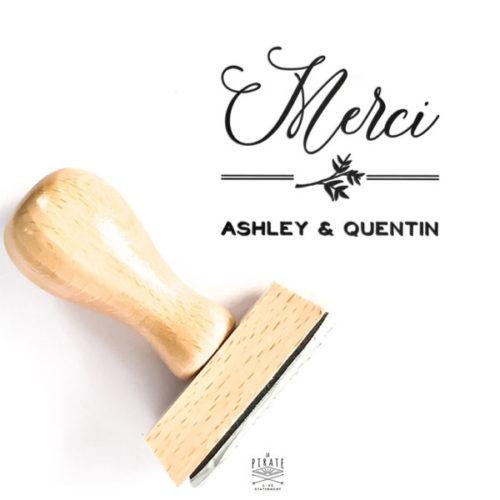 Tampon Merci Mariage rétro en bois à personnaliser de vos prénoms, pour vos remerciements de mariage rétro Ardoise et Fleurs Vintage - La Pirate