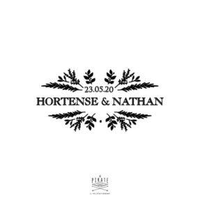 Tampon Mariage Nature, personnalisé avec élégance de vos prénoms et date de mariage, pour une papeterie de mariage raffinée - La Pirate