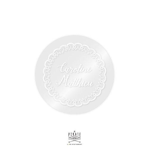 Stickers rond mariage transparent et blanc motif dentelle, personnalisé avec vos prénoms. Mariage bohème, romantique