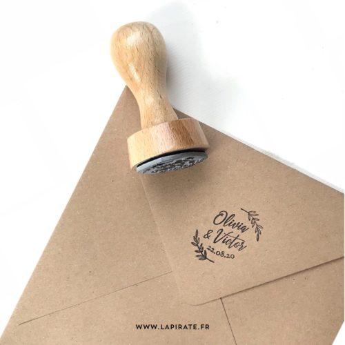 Tampon mariage fines branches en bois, personnalisé avec les prénoms et la date pour mariage champêtre - La Pirate