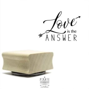 Tampon bois Love is the answer - Tampon packaging - La Pirate