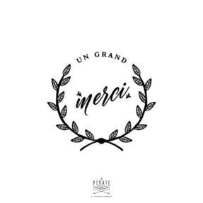 """Tampon Un Grand Merci sur le thème de votre mariage en Automne, orné d'une couronne végétale, ce tampon en bois, estampillé """"Un grand Merci"""" vous permettra de personnaliser vos cadeaux invités - La Pirate"""