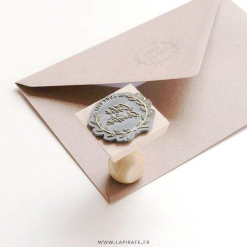 Tampon mariage personnalisé prénom et date, motif couronne d'automne pour votre mariage automnal et champêtre