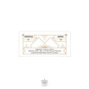 Personnalisé les invitations de vos convives, en ajoutant une invitation au repas de votre mariage aux invités concernés. Ce carton repas précisera le lieu et l'heure des différents évènements (Cocktail, Repas, Brunch ...) sur le thème Art déco, années 20 - La Pirate
