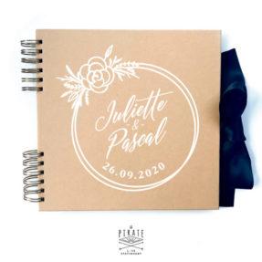 Livre d'or kraft et blanc, cercle de fleurs, esprit cercle à broder, personnalisé pour votre mariage bohème - La Pirate