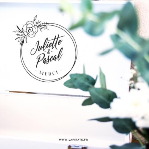 Stickers merci urne mariage bohème personnalisé. Motif cercle de fleurs bohème et prénoms manuscrit pour décorer votre urne de mariage thème bohème, fleuri