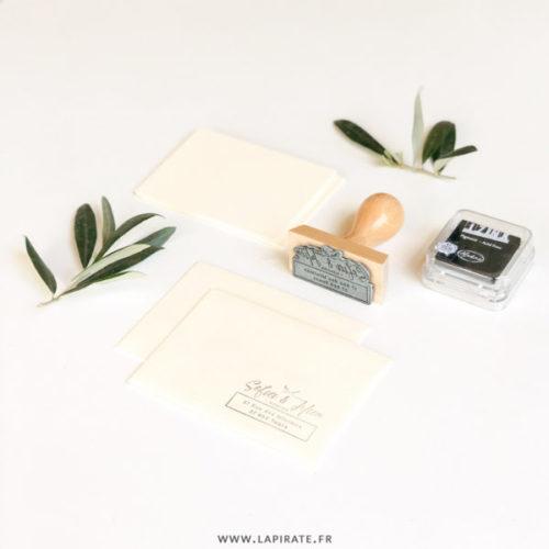 Tampon adresse végétale, personnalisé. Parfait pour annoter votre adresse au dos du courrier ou marquer vos enveloppes RSVP