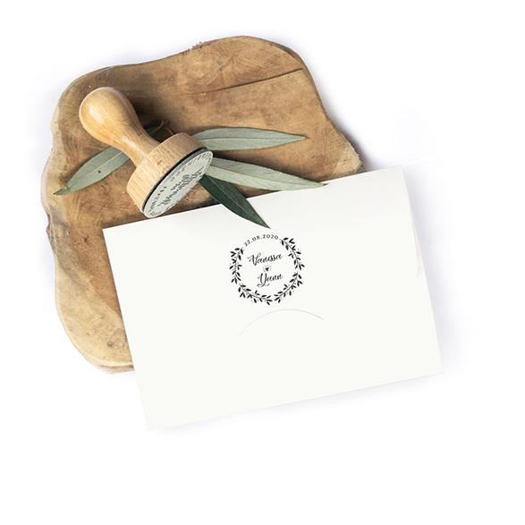 Tampon mariage rond, champêtre à tamponner au dos de vos enveloppes, faire-part, cadeaux invités, pochons, ... Un tampon personnalisé pour une multitude de DIY mariage
