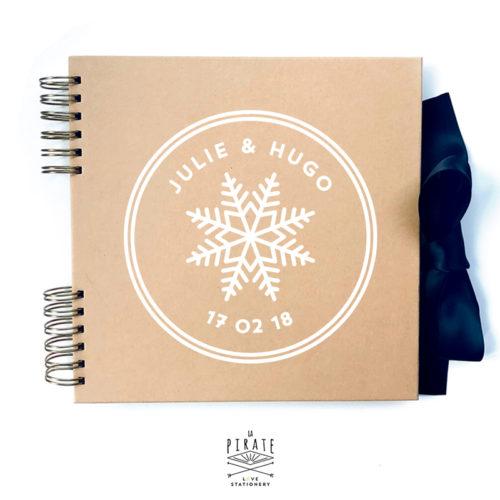 Livre d'or mariage hiver personnalisé. Motif flocon blanc, livre d'or kraft personnalisé - La PIrate