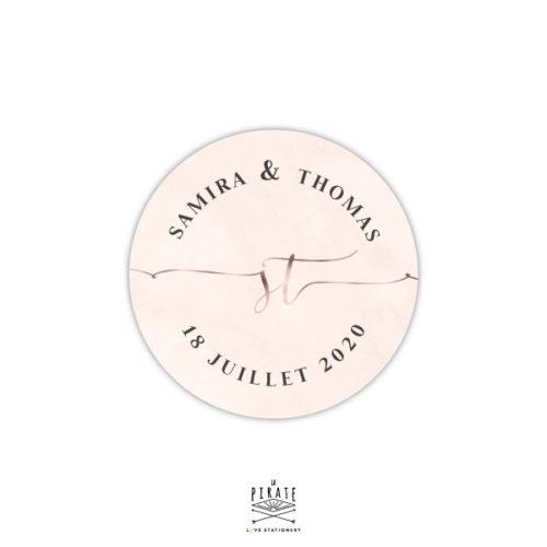 Stickers rond mariage marbre rose et effet cuivre, mariage chic. Stickers rond personnalisé prénoms, date et initiales avec effet cuivré - La Pirate
