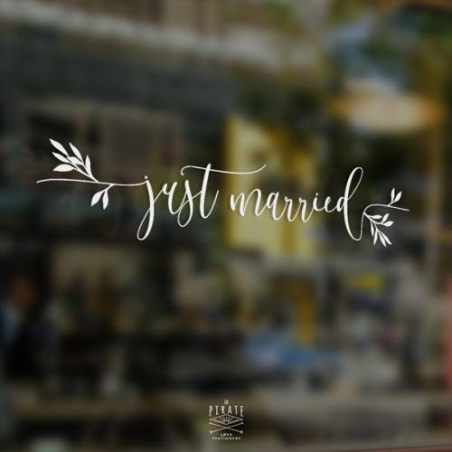 Stickers voiture Just married, motif eucalyptus et calligraphie pour votre mariage élégant, végétal ou bohème - La Pirate