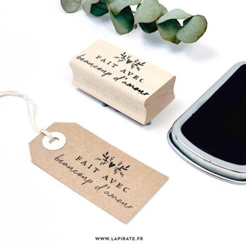 """Tampon bois packaging """"fait avec beaucoup d'amour"""" - La Pirate"""