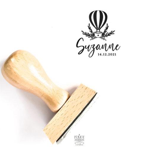 Tampon naissance motif montgolfière et touche végétale, personnalisé, tampon en bois