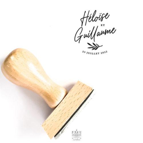 Tampon mariage calligraphie botanique, personnalisé avec vos prénoms et la date de votre union, tampon bois