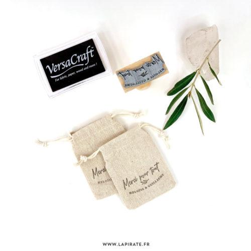 Pochons en lin à personnaliser avec tampon et encre textile, tissu