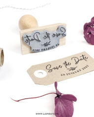 tampon-save-the-date-calligraphie-botanique-personnalise-la-pirate