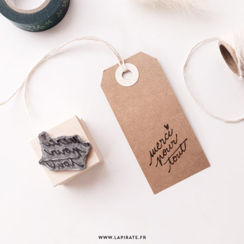 Tampon merci pour tout calligraphie à la main, petit coeur sur étiquettes kraft