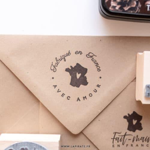 Tampon Fabriqué en France avec amour rond, tampon packaging - La Pirate