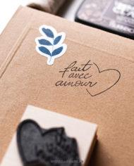 Tampon fait avec amour, calligraphie – Tampon bois packaging, La Pirate