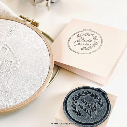 Tampon packaging Brodé main - tampon petite boutique, petit shop, petite entreprise, tampon broderie